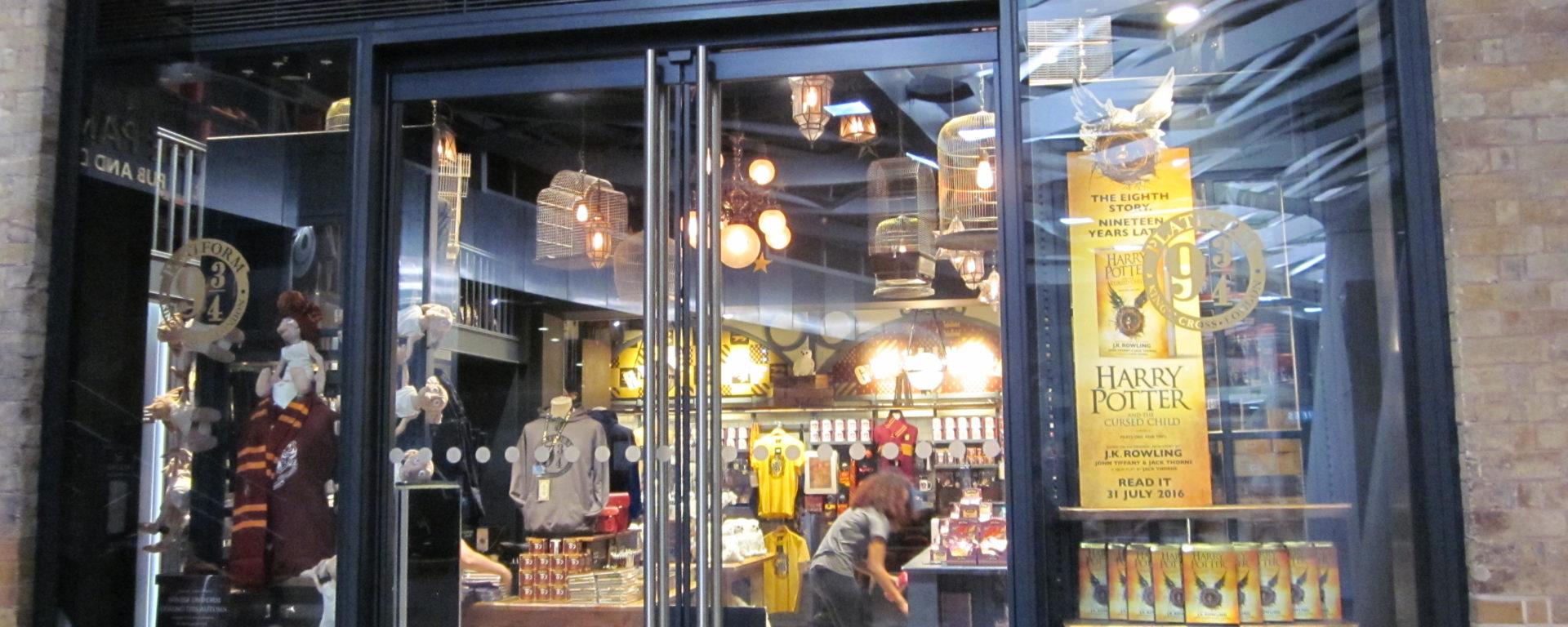 harry potter london platform 9 3/4 souvenir shop king's cross jean above the clouds