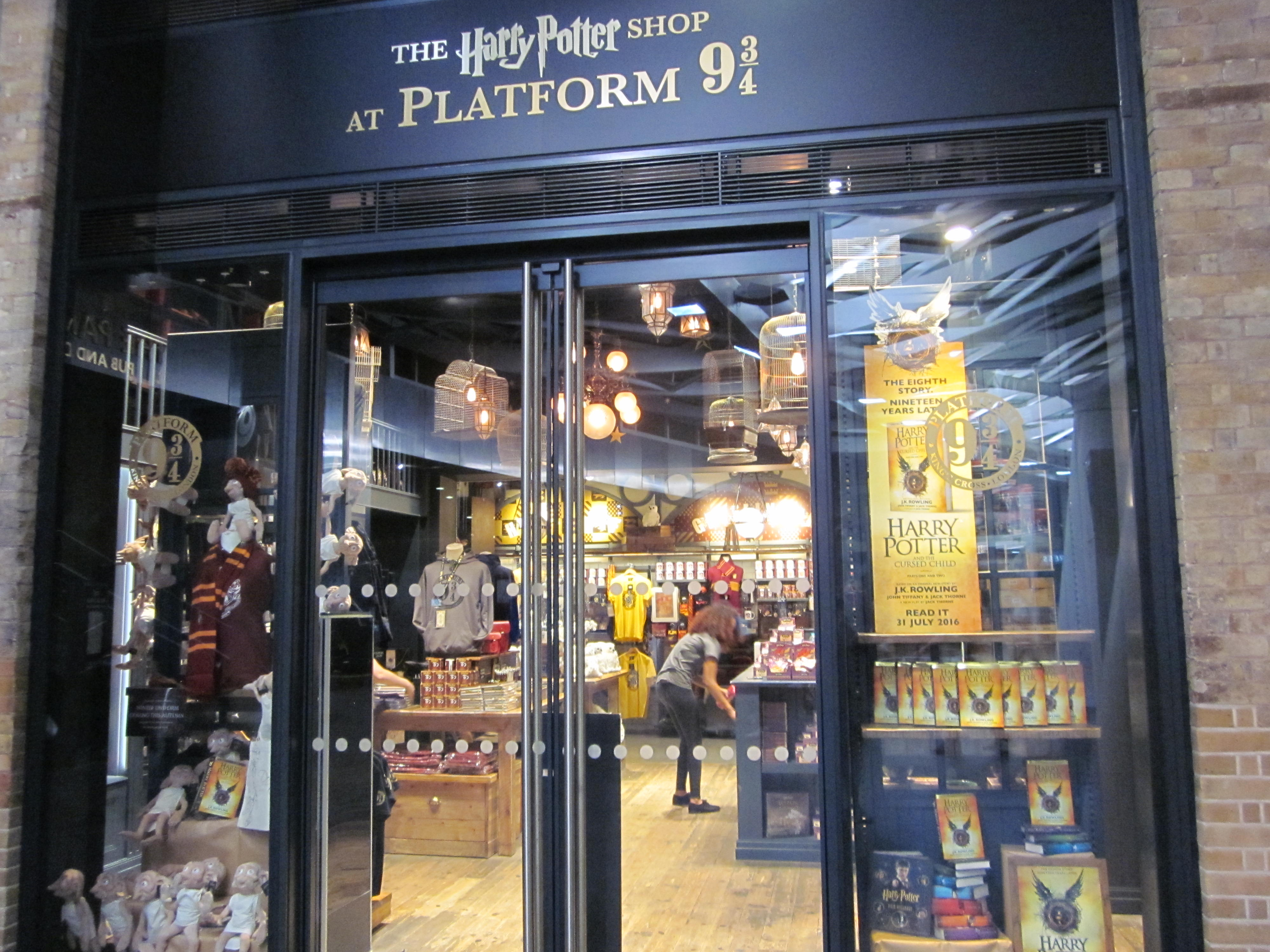 harry potter london platform 9 3/4 souvenir shop king's cross jean above the clouds
